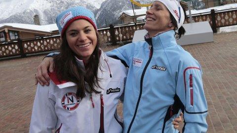 NÅ SKAL DET TRENES: Heidi Weng, her sammen med Marit Bjørgen, ble ekstremt tent av fiaskoen på kvinnestafetten. Nå skal hun trene så mye at svenskene kan grue seg til VM på hjemmebane neste år. Foto: Lise Åserud / NTB scanpix