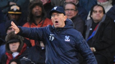RASER: Crystal Palace-manager Tony Pulis synes lite om at spillerne hans filmer.