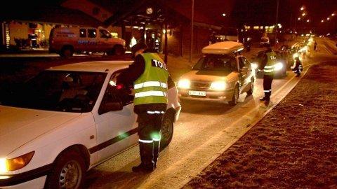 PÅ GRENSA: Tollerne har beslaglagt flere biler etter kontroller ved grensa. Dette er et illustrasjonsfoto som viser grensekontrollen.