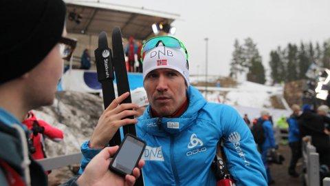 DUELL: Det ligger an til en spennende duell mellom Emil Hegle Svendsen og lagkamerat Johannes Thingnes Bø om andreplassen i verdenscupen sammenlagt.