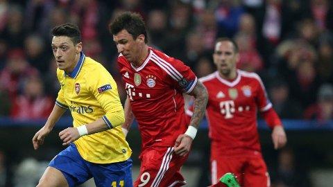 BLE HETSET: Arsenals Mesut Özil var offer for hets fra Bayern-fansen i åttedelsfinalen som ble spilt på Allianz Arena tidligere i mars.