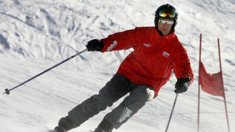 ARKIVFOTO: Michael Schumacher ble livstruende skadd i en skiulykke. Her avbildet under en slalåmøkt i 2005.