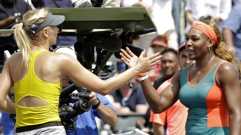 OVERLEGEN: Serena Williams ble for sterk for Maria Sjarapova i Key Biscayne.