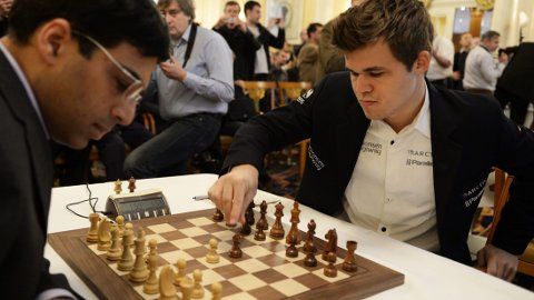 REPRISE: Det blir et nytt VM-møte mellom Magnus Carlsen og Vishy Anand.