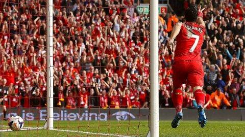 RØD FEST: Et Liverpool i storslag tok over tabelltoppen med søndagens seier mot Tottenham.