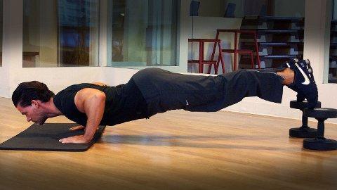 TREN OFTE OG KORT: Ikke tilbring timesvis i treningsstudioet. En treningsøkt kan for eksempel bestå av noe så enkelt (og tilgjengelig) som noen sit- og pushups på stuegulvet hjemme.