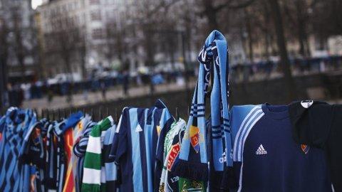 DREPT: En Djurgården-supporter ble i helgen drept før kampen mot Helsingborg. FOTO: AFP PHOTO/JONATHAN NACKSTRAND