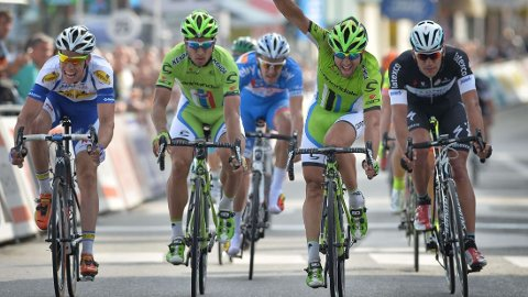 VANT: Peter Sagan vant tirsdagens etappe i De Panne. FOTO: AFP PHOTO/BELGA PHOTO DAVID STOCKMAN