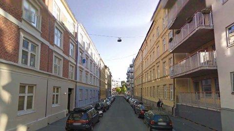 ULOVLIG SPILLEKLUBB: I en leilighet i Mandalls gate på Grønland i Oslo ble det drevet det Oslo tingrett karakteriserer som en ulovlig spilleklubb. En av spillerne tapte 250.000 kroner han fortalte at han hadde vunnet på en dag.