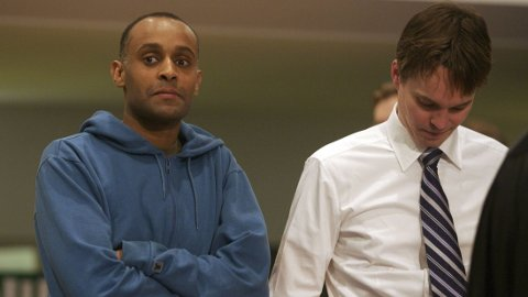 BETEW: Metkel Betew og forsvarer Marius Dietrichson etter at de tiltalte hadde fått sin dom i lagmannsretten i NOKAS-saken i Stavanger i 2007.