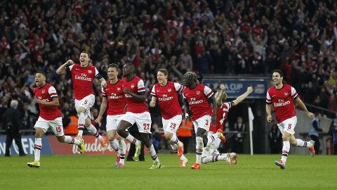 JUBLET: Arsenal-spillerne kunne slippe jubelen løs etter å ha slått Wigan på straffer.