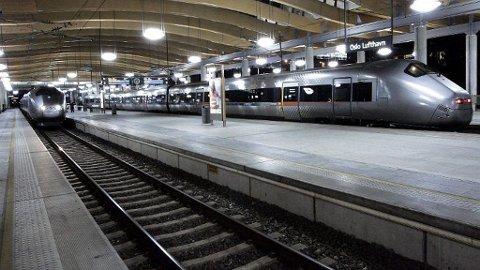 INNSTILT: Feilen rammet også flytoget mellom Oslo S og Asker.