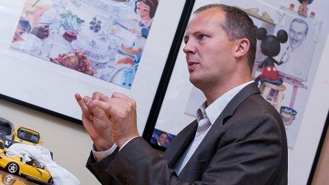 Samferdselsminister Ketil Solvik-Olsen har sett seg lei på parkeringsvakter som er i overkant ivrige.