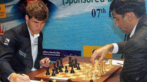 RETURKAMP: Magnus Carlsen møter på ny Vishy Anand i sjakk-VM.