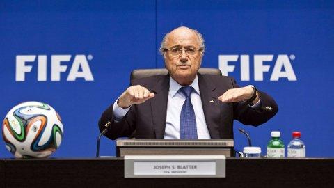 VIL FORTSETTE: Sepp Blatter har gitt utrykk for at han ønsker å fortsette i nok en periode som FIFA-president.
