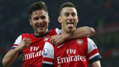 FORLENGER: Laurent Koscielny (t.v) har skrevet under på en ny kontrakt med Arsenal.
