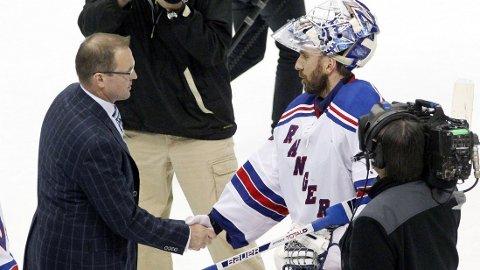 I TRØBBEL: Dan Bylsma (til venstre) får trolig sparken fra trenerjobben i Pittsburgh Penguins etter tapet for Henrik Lundqvist og New York Rangers.