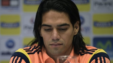 SKUFFET: Radamel Falcao viser tydelig sin skuffelse over at VM glipper under en pressekonferanse hvor det også ble fortalt at Amaranto Perea og Luis Muriel heller ikke rekker VM i Brasil.