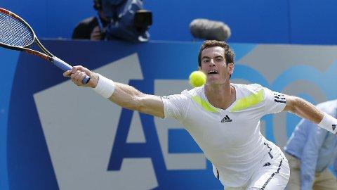 Andy Murray overbeviste i sin første kamp etter at han ansatte Amelie Mauresmo som trener.