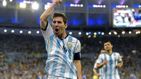UDYRET HAR VÅKNET: Lionel Messi hadde bare ett VM-mål før kampen mot Bosnia. Nå har han doblet antallet og sender dermed en advarsel til konkurrentene.