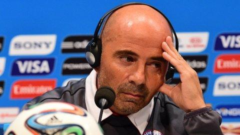 SKAPER USIKKERHET: Jorge Sampaoli hevder at Arturo Vidal ikke er sikret spilletid mot Spania.