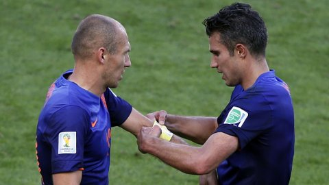 Arjen Robben og Robin van Persie har scoret tre ganger hver for Nederland så langt i VM. Mandag er Persie utestengt i gruppefinalen mot Chile.