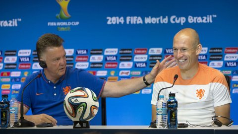 TIL UNITED: Kommende United-manager Louis van Gaal har fortsatt et håp om å hente Arjen Robben til Old Trafford