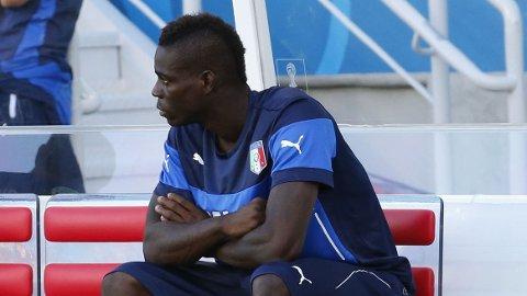 EN DÅRLIG DAG: Den elendige innsatsen mot Uruguay kan ha kostet Mario Balotelli en overgang tilbake til England.