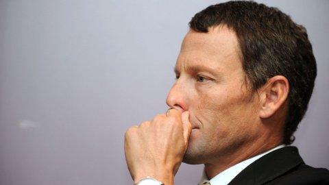 MISTET ALT: Lance Armstrong er strippet for all ære - og sine sju Tour de France-titler. I en dokumentar kommer det også fram at han truet Greg Lemond.
