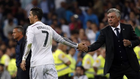 VIL HOLDE IGJEN RONALDO: Carlo Ancelotti sier han er hundre prosent sikker på at Cristiano Ronaldo spiller i Real Madrid også neste sesong.