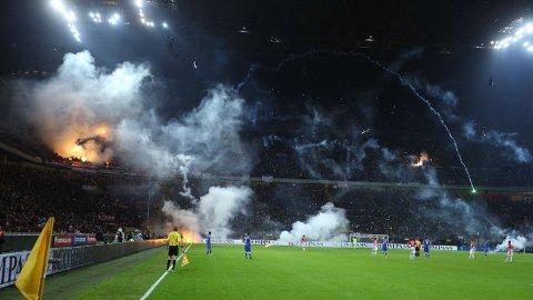 NY SKANDALE: Kroatiske tilskuere skapte nok en skandale. Nå ber fotbalflorbundet om hjelp fra politikerne.