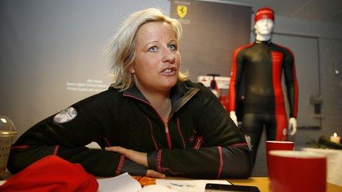 Fredag går det første skirennet for sesongen av stabelen. Vibeke SKofterud gir karrieren en ny sjanse etter sykdom og skader.