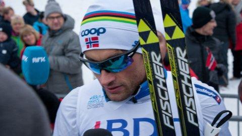 ORDKNAPP: Petter Northug virket ikke særlig lysten på å snakke med pressen på Beitostølen fredag.