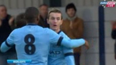 STORSPILTE: Bersant Celina nettet to ganger da Manchester Citys unggutter vant 6-0.