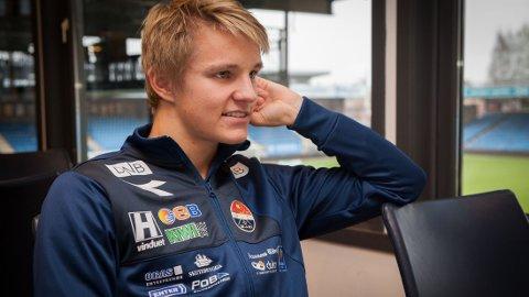 TAUS HØGMO: Landslagsjefen vil ikke røpe sine råd til Martin Ødegaard.