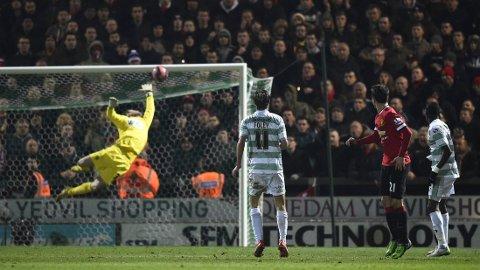 Her scorer Ander Herrara for Manchester United i FA-cupkampen mot Yeovil Town søndag kveld.
