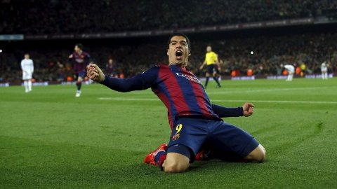 SCORER SELV: Luis Suárez er ikke med på at han heller sentrer til Lionel Messi enn å score selv. FOTO: NTB scanpix