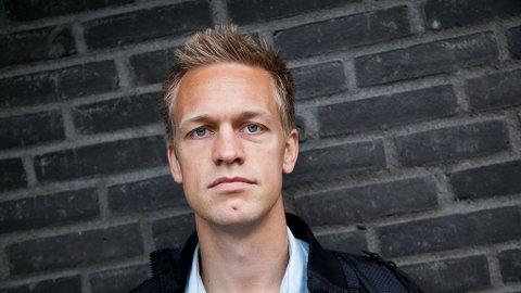 MANER TIL ÅPENHET: Mjøndalens Mads Hansen har ingen problemer med å slippe TV-kameraene inn i garderoben.