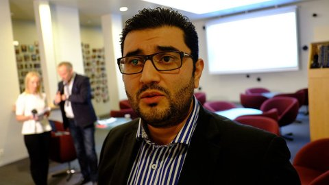 - HYKLERI: FrPs Mayzar Keshvari kritiserer Aftenposten for å være hyklerske.