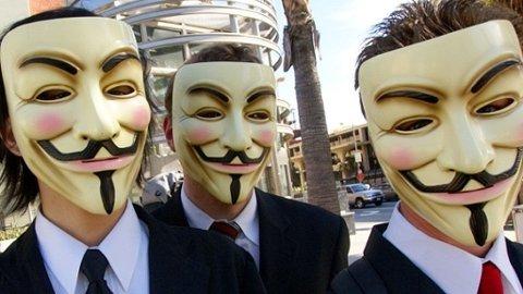 SKYLDIG? Anonymous, et nettsamfunn bestående av aktivister og hackere, twitret om Wall Street flere timer før børsen måtte stenge.