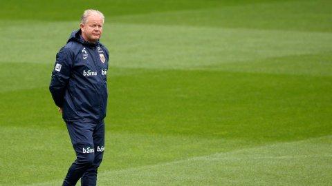 BLIR: Per-Mathias Høgmo er sikker på at han fortsetter som landslagssjef, også etter EM-kvalifiseringen.