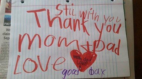 SKREV LAPP: Sønnen rakk å skrive en lapp til foreldrene før han døde. Foto: Facebook / PrayersforLeland