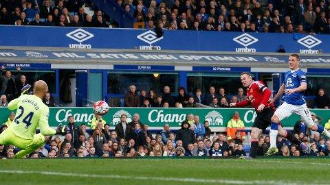 SCORET: Wayne Rooney scoret mot Everton.