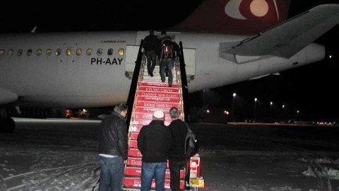 RETURER: NOAS mener at Norge ikke bør returnere asylsøkere til Ungarn, selv om de er førstegangsregistrert der. Illustrasjonfoto viser asylsøkere på vei ut av Norge.
