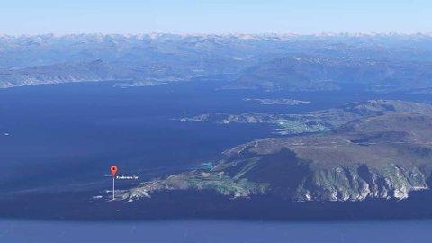 STORM STYRKE: Natt til onsdag blåste det sterk storm ved Kråkenes fyr i Sogn og Fjordane.