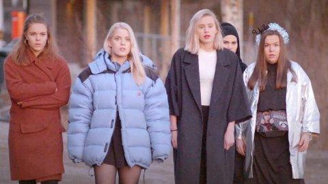 «Skam» -skuespillerne Eva (Lisa Teige), Vilde (Ulrikke Falch), Noora (Josefine Frida Pettersen), Sana (Iman Meskini) og Chris (Ina Svenningsdal) Foto: NRK / Handout