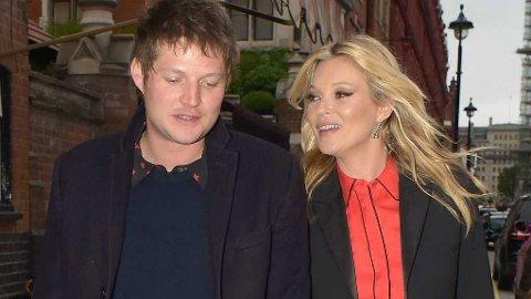 Kate Moss (42) med av og på-kjæresten Nicolai Von Bismarck (29).