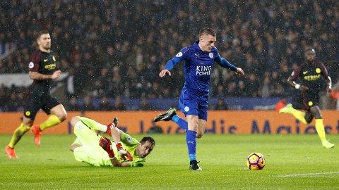 HERJER: Leicesters Jamie Vardy scoret lagets tredje mål mot Manchester City etter 20 minutter spill.