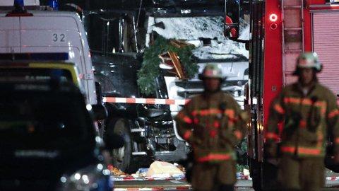 Antallet drepte etter at en lastebil pløyde seg gjennom en folkemengde på et julemarked i Berlin, har steget til tolv, ifølge politiet.