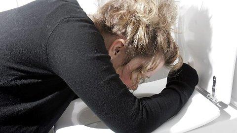 NOROVIRUS: Oppkast, diaré og feber er vanlige symptomer - og mange har fått omgangssyka nå før jul.
